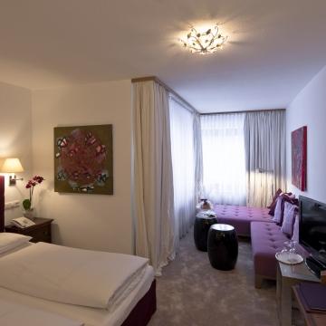 Doppelzimmer im Hotel am Arlberg mit Sitzecke