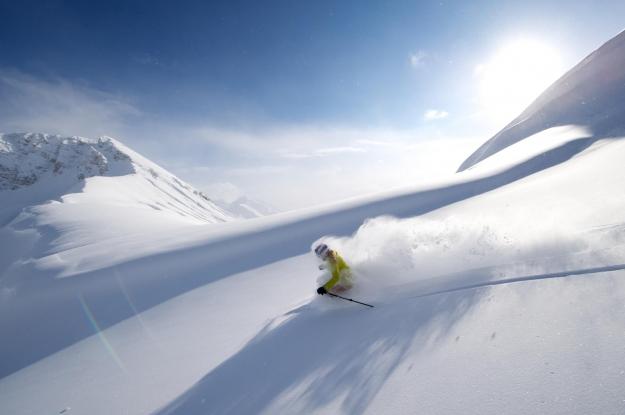 Skifahrer Powderschnee