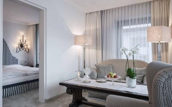 Wohnbereich der Suite mit 2 Schlafzimmern