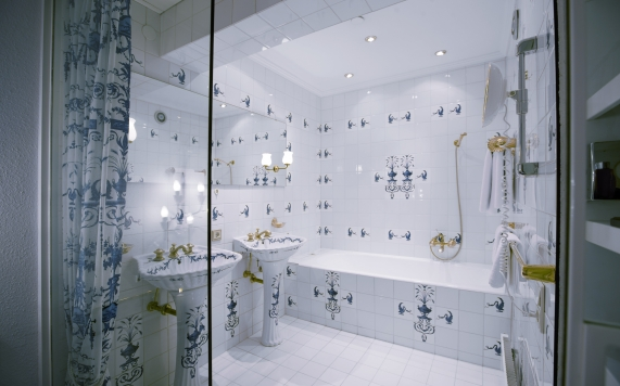 French Bathroom Suite