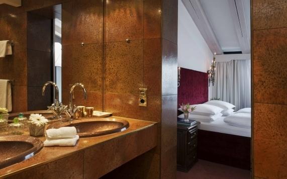 Suite mit Kamin Badezimmer