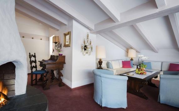 Suite mit Kamin Wohnraum