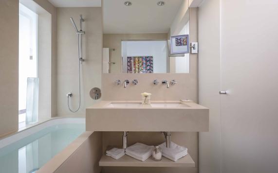 Badezimmer der Suite mit 2 Schlafzimmer