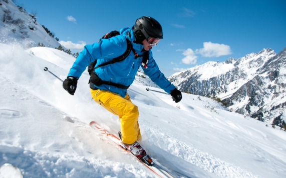 Off Piste Skifahrer