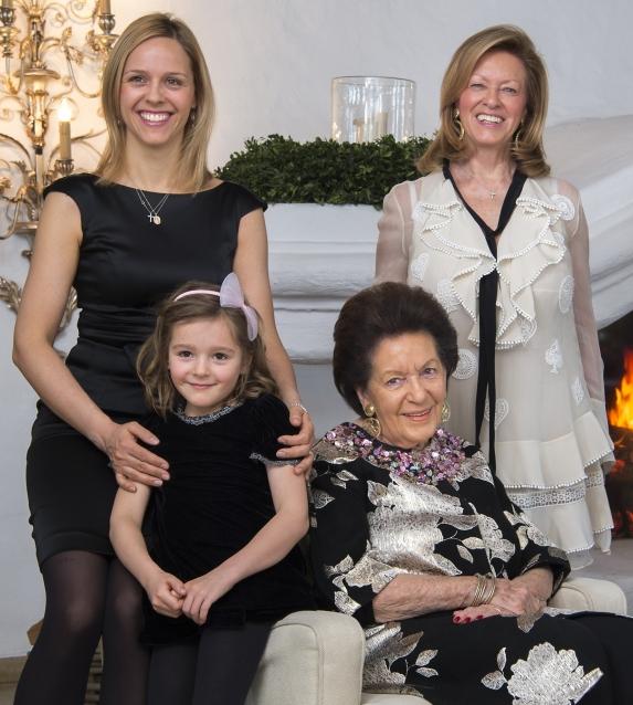 Die 4 Generationen der Inhaber-Familie des Hotels am Arlberg
