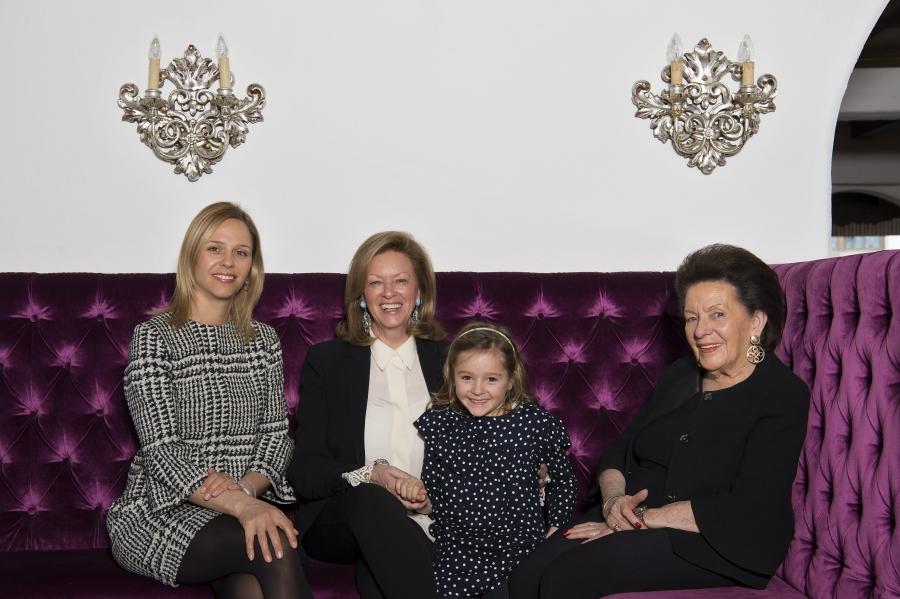 Foto der 4 Generationen der Inhaberfamilie des Hotels am Arlberg