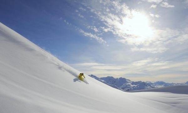 Skisportler auf der Piste